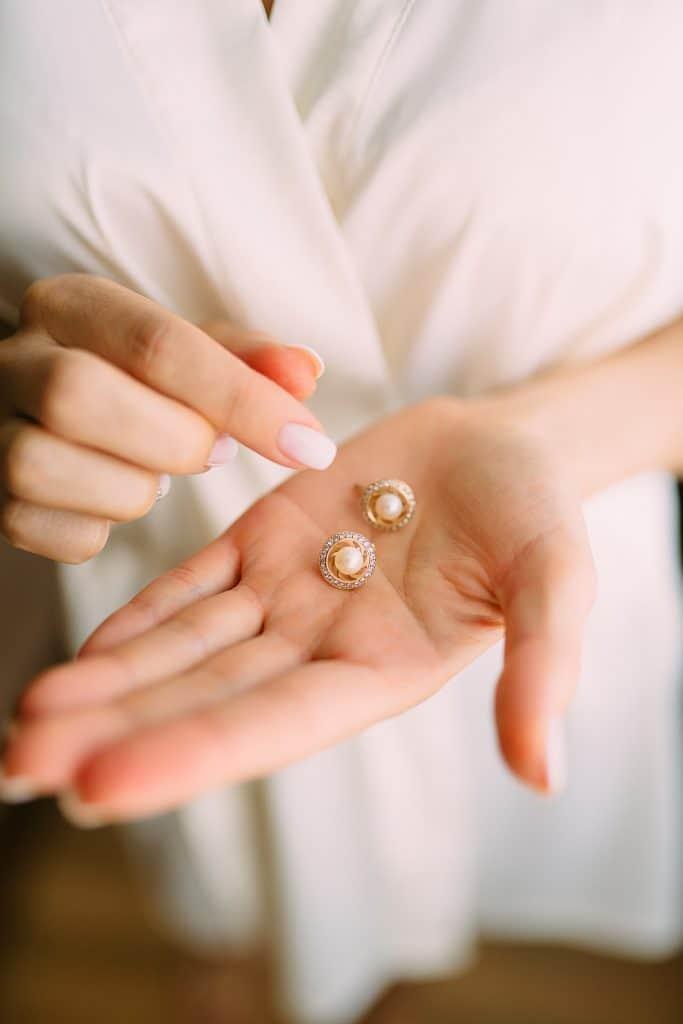 איך להבריק תכשיטים